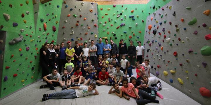 Ein richtig cooler Abschluss des ersten Semesters – Auf in die Kletterhalle mit unserer Partnerklasse!